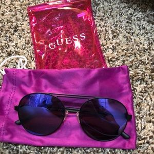 Guess 3028 Round sunnies. 😎